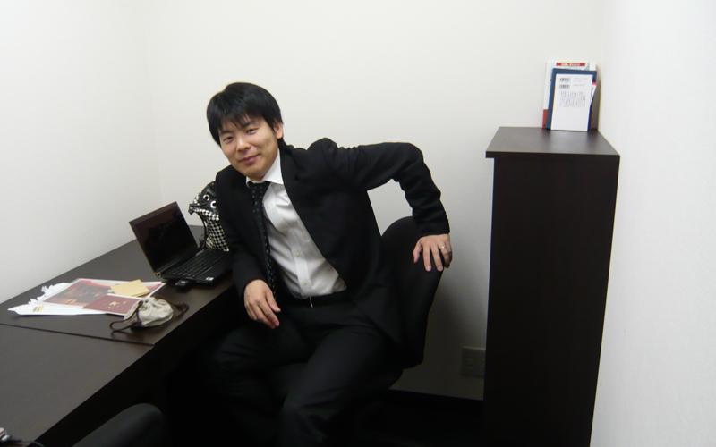 ZOOEE創業期の窓の無い2席だけのオフィス (写真提供:吉田 浩一郎)
