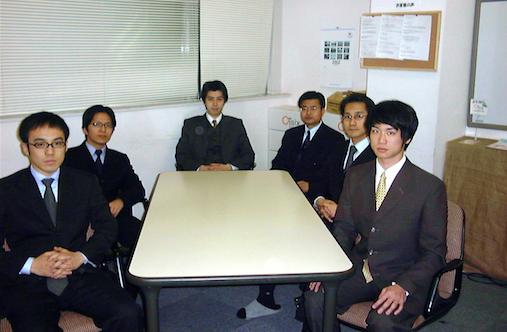 オイシックス創業時のメンバーとの写真 (写真提供:高島 宏平)